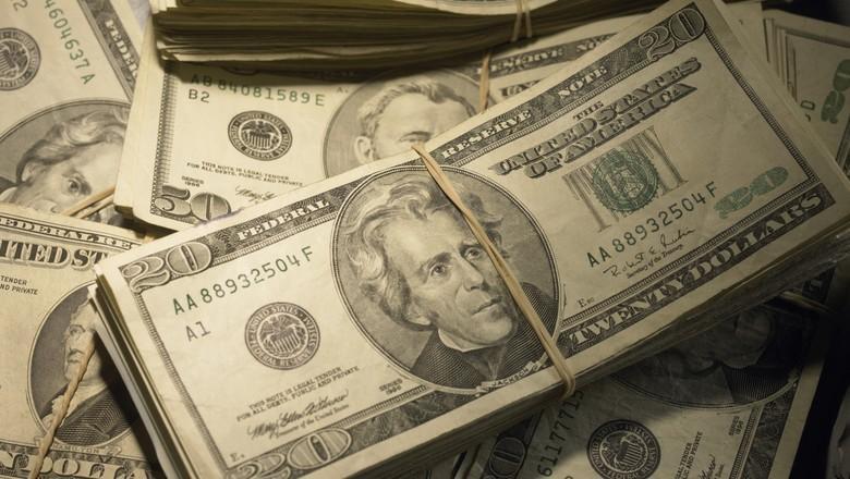 Dólar alto pode dar fôlego à economia, diz presidente da AEB