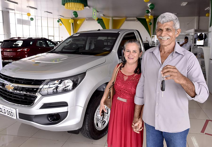Estado entrega a agricultor primeiro veículo utilitário financiado pelo Frap