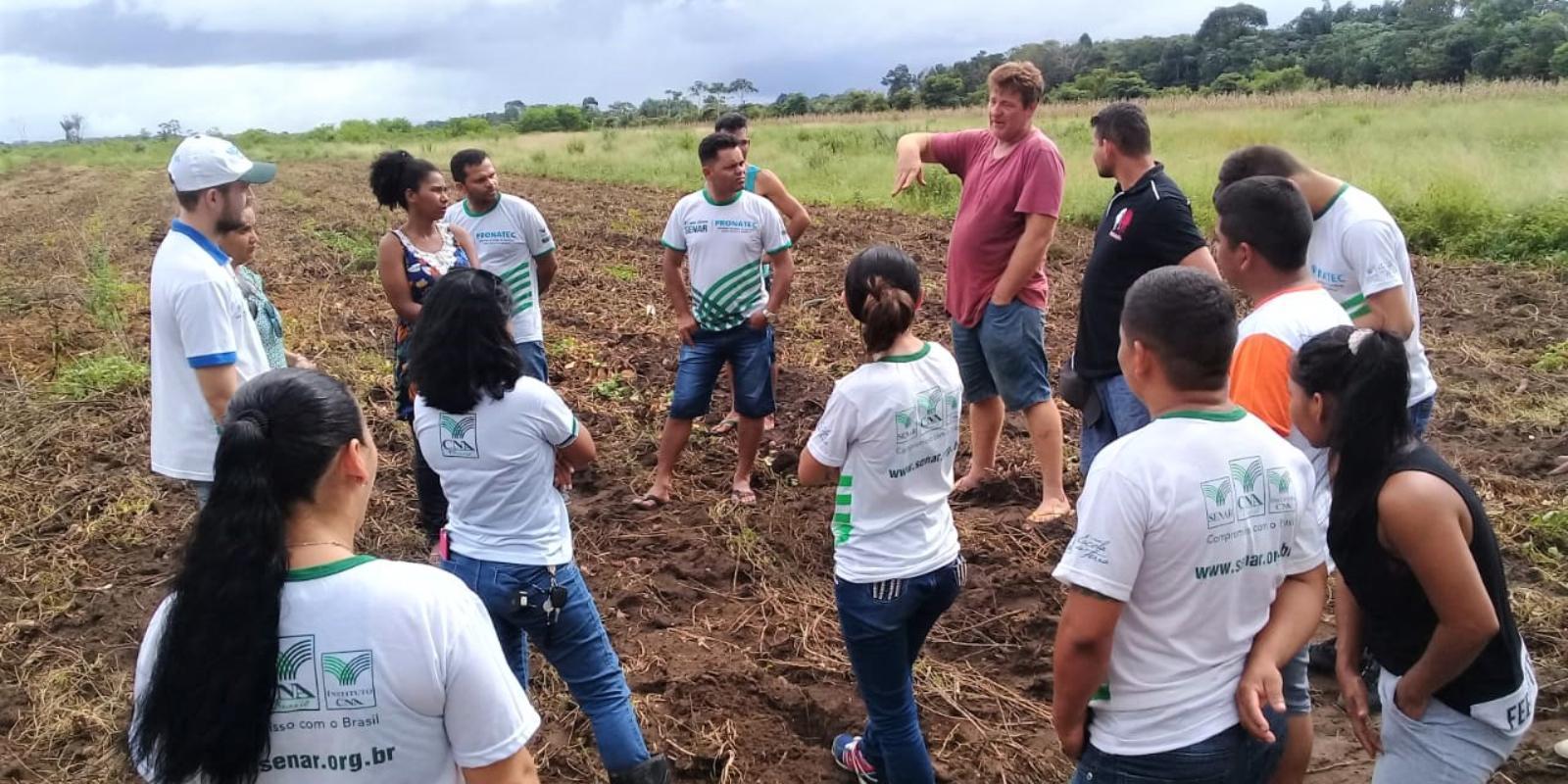 Curso Técnico em Agronegócio: alunos do polo Itaubal visitam fazenda produtora de batata