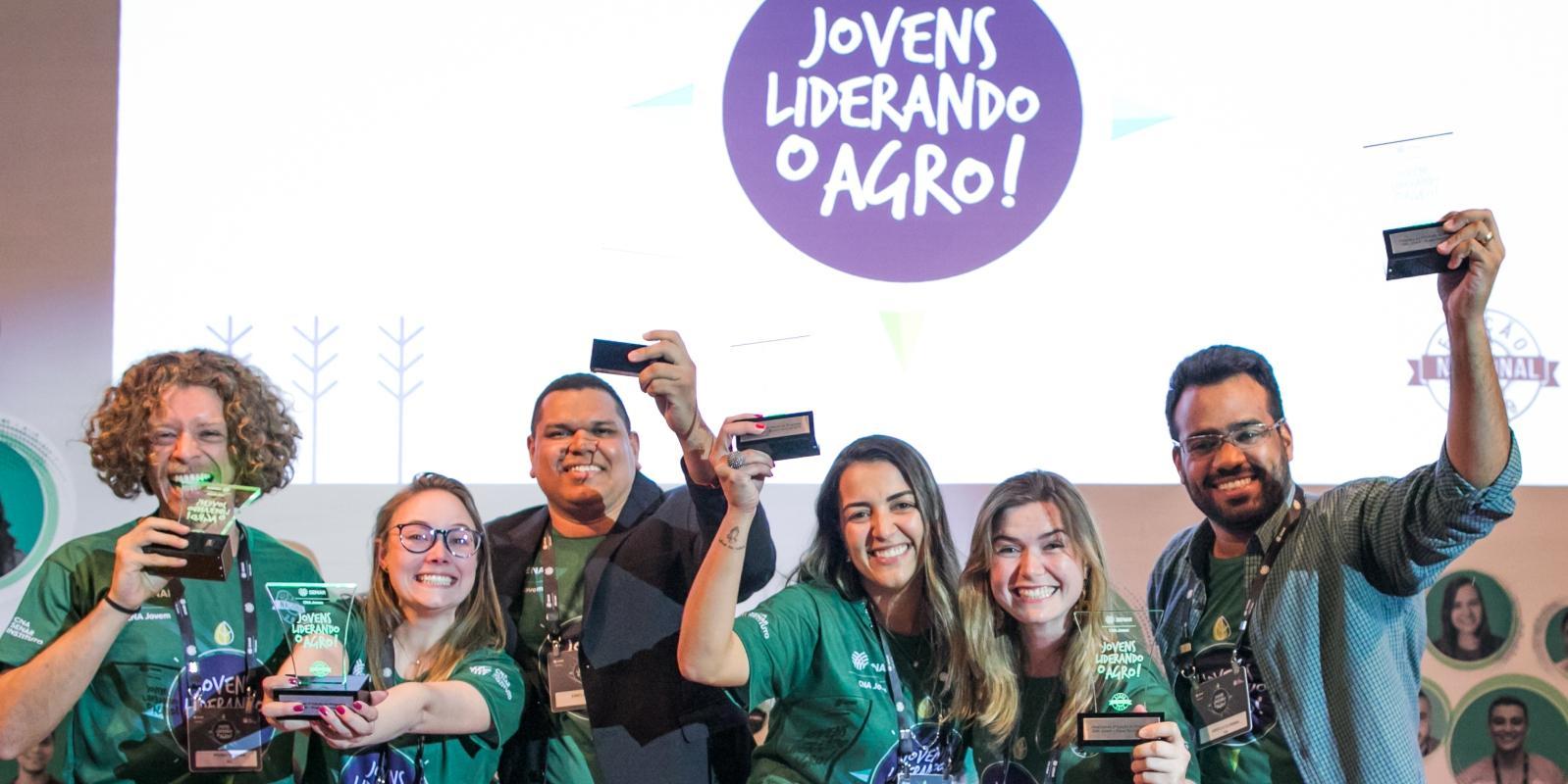 Enielson Almeida fica entre os seis finalistas com o melhor potencial de liderança da 3ª edição do Programa CNA Jovem